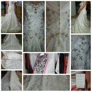 Allure Wedding Dress C171